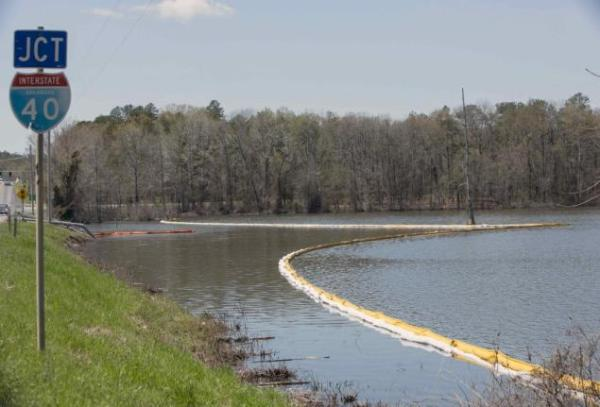 Example 1 of why Exxon-Mobil has no concern for the quality of the clean up they do:  Those buoys are useless because bitumen is heavier than water.  Image: nydailynews.com.